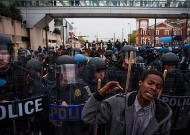 Protestos contra racismo nos EUA terminam com prisões e policiais feridos