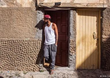 Emicida busca raízes musicais na África
