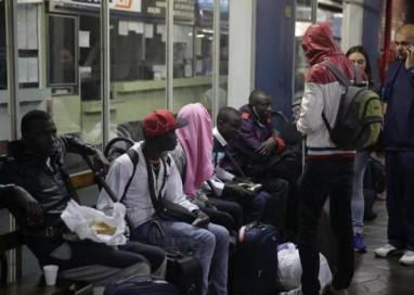 Ônibus com senegaleses e haitianos chegam a Porto Alegre