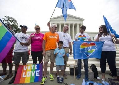 Suprema Corte dos EUA libera casamento gay em todo o país; para Obama, 'amor vence'