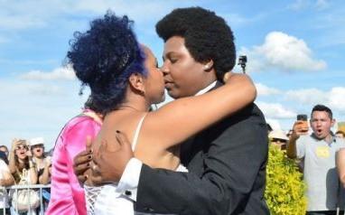 Casamento coletivo abre 18ª Parada do Orgulho LGBT em Brasília
