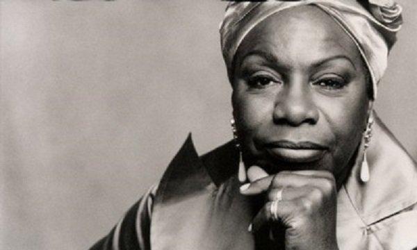 """No rastro do documentário """"What happened, Miss Simone"""", vale refletir sobre vida, música e lutas da compositora negra que dizia: """"É obrigação artística refletir meu tempo"""""""