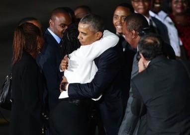 Após jantar com sua família queniana, Obama discute economia e terrorismo em Nairóbi