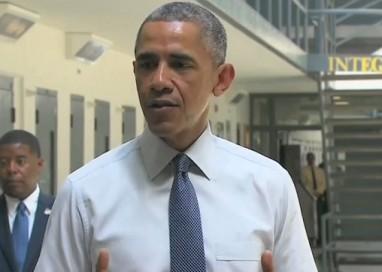 Não é normal que jovens fiquem atrás das grades, afirma Obama em visita a prisão federal