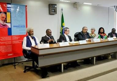 Ativistas brasileiros e internacionais homenageiam Abdias Nascimento