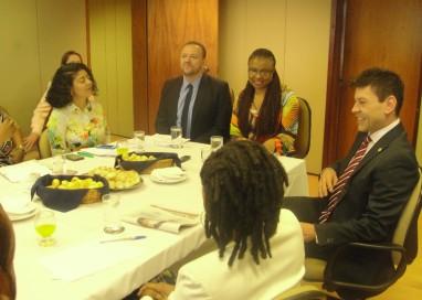 Ministros recebem representantes da mídia negra brasileira