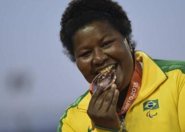 Brasileira conta como venceu deficiência, câncer e preconceito para ser medalhista