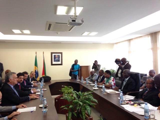 Reunião entre ministros da cultura dos dois países e respectivas equipes (Fotos: Helenise Brant)
