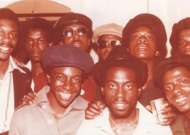 Fotografias para entender como a cultura Sound System Caribenha reconfigurou a música Britânica