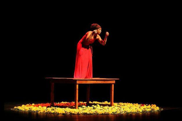 'Melanina in Solos' reúne peças compostas por apenas um ator. Série faz parte da 3ª edição do Projeto 'Nova Dramaturgia da Melanina Acentuada'. Espetáculo 'Amêsa' abre série.