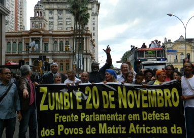 Povo participa da Marcha Estadual Zumbi dos Palmares ocupando o centro de Porto Alegre