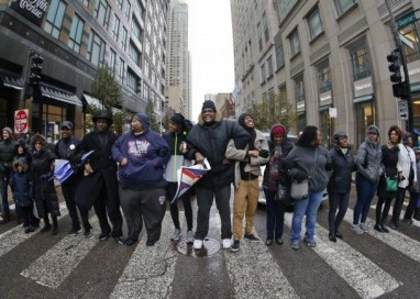 Milhares regressam às ruas em Chicago para protestar contra atuação policial
