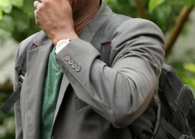 Prestes a se formar em Direito, soldador lamenta morte de filho fuzilado por PMs: 'Não vai nem me ver de beca'