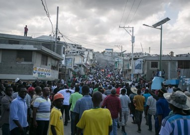 Haiti: após adiamento de eleições, milhares vão às ruas pedir renúncia de presidente