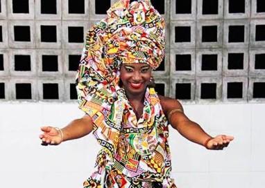 Larissa Oliveira é escolhida como Deusa do Ébano em concurso do Ilê