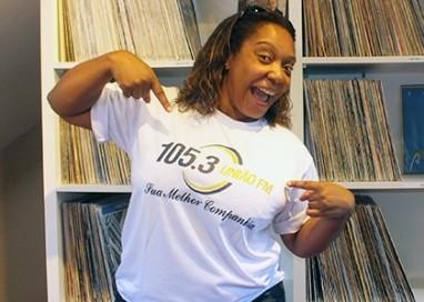 Denise Cruz comanda programa Sintonia na União FM