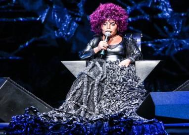 Elza Soares faz show na programação de aniversário