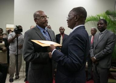 Após detectar fraudes, comissão recomenda anulação total das eleições no Haiti