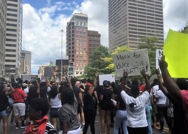 Fim de semana é marcado por protestos em diversas cidades contra violência policial nos EUA