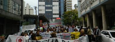 Centenas de manifestantes ocupam ruas do centro Florianópolis. (Foto: Banco de imagens/NaçãoZ)