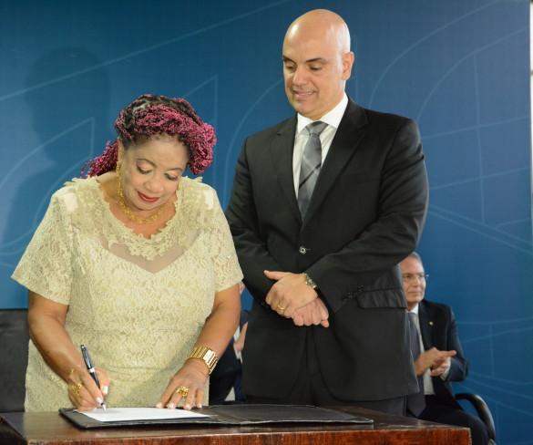 Secretária Luislinda Valois é empossada pelo ministro da Justiça e Cidadania