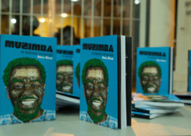 Poeta paulista, Akin Kintê, lança livro em Florianópolis