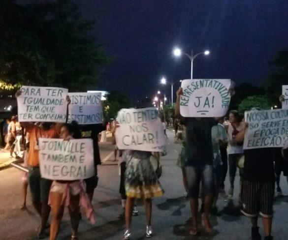 Desfile de comemoração do aniversário de Joinville tem protesto