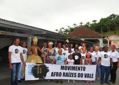 Movimento Afro Raízes do Vale participa do desfile de aniversário da cidade de Gaspar