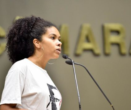 Vereadores discutem na Câmara de Porto Alegre por causa de camiseta com estampa de Malcolm X