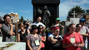 Visita ao Cemitério Municipal conta história de personalidades negras