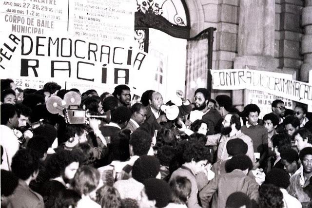 Ato do MNU,Escadarias do Teatro Municipal de São Paulo.1978