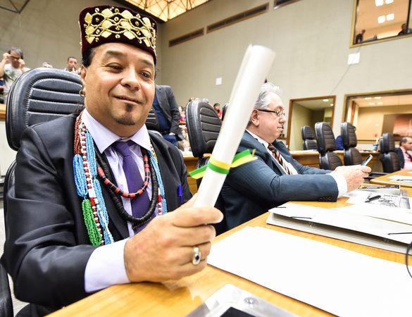 Suplente do PT, Baba Diba de Iyemonja toma posse na Câmara