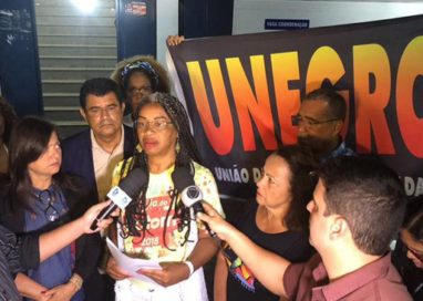 Secratária Olívia Santana é vítima de racismo no Hotel Catussaba