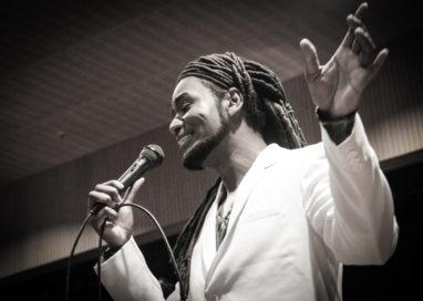 Gil Collares canta Negras Vozes