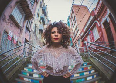 O blues, o jazz e soul de Camila Toledo