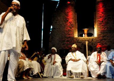 Espaço Cultural da Barroquinha fica lotado para receber Rei nigeriano