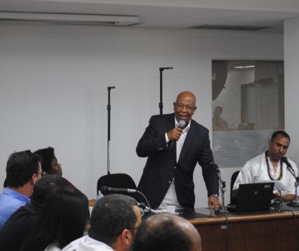 O advogado e Ex-secretário de justiça do estado de São Paulo Hédio Silva fala em Porto Alegre para representantes de entidades de religiões afro-brasileiras