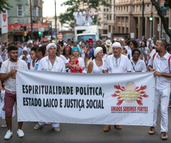 Em marcha, adeptos de religiões de matriz africana pedem Estado laico e igualdade de direitos