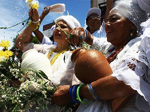 Record faz acordo depois de ser condenada por ofender religiões afro-brasileiras